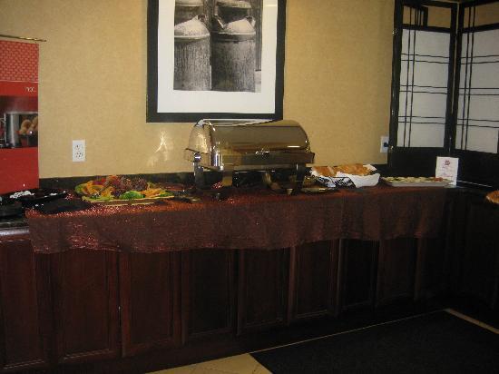 Hampton Inn & Suites Sacramento-Cal Expo: Evening complimentary food