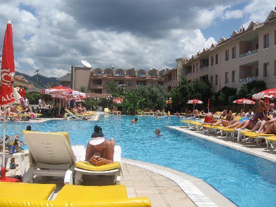 Club Kocer Apartments: Main pool