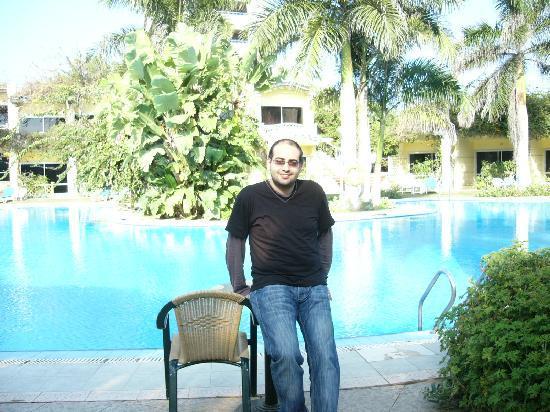 Paradise Inn Beach Resort : Abgr Xenda By Swimming Pool