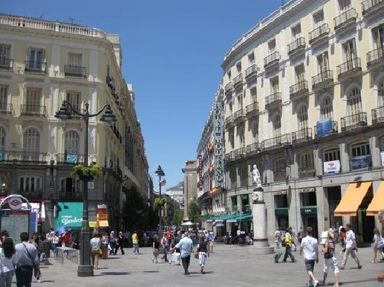 View from plaza puerta del sol picture of hotel moderno for Hotel arenal madrid