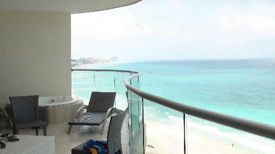 Lahia Condominiums: View from balcony toward hotel zone