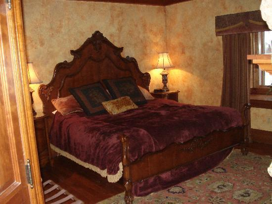 Landoll's Mohican Castle: Bedroom view