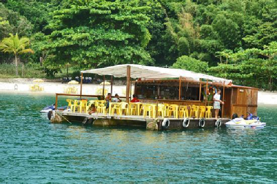 Mangaratiba, RJ: Restaurante flutuante