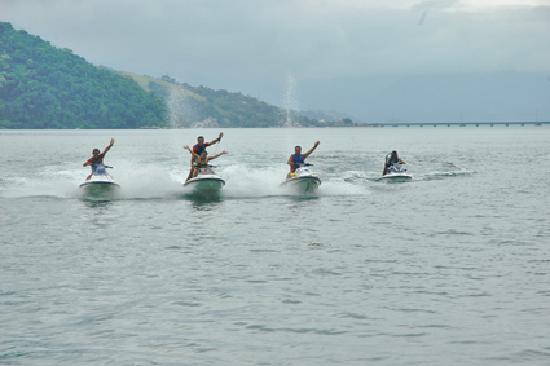 Mangaratiba, RJ: Brincando no mar