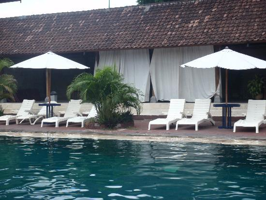 Champlung Mas Hotel: Fantasic massages by the pool
