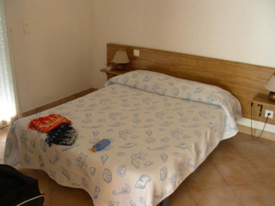Motel Les Alizes : Stanza da letto
