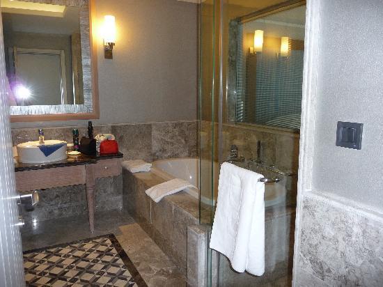 Xanadu Island Hotel: bathroom