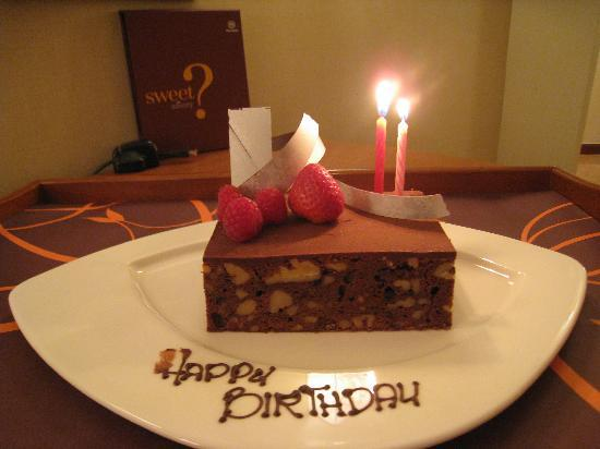 nice wedding cakes singapore complimentary birthday cake picture of sheraton imperial 17844
