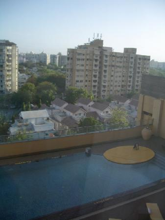 Courtyard Ahmedabad: Pool