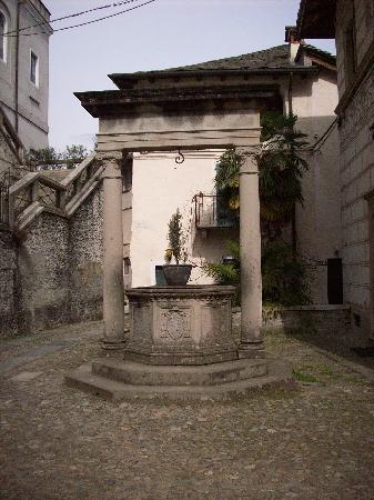 Orta San Giulio, Italy: antico pozzo