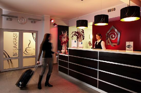 Dodo Hotel: Front Office