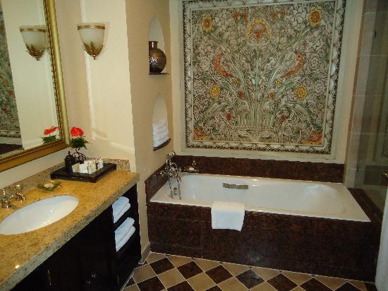 Arabian Court at One&Only Royal Mirage Dubai : bathroom