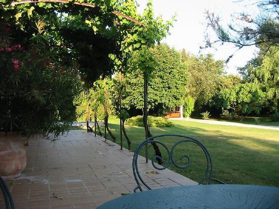L'Oustaou de Verane: giardino