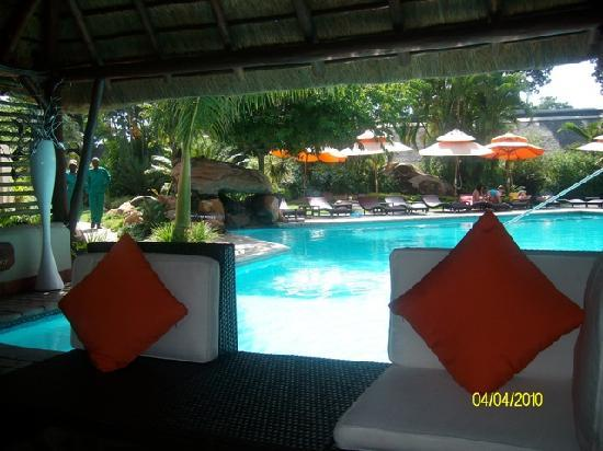Hans Merensky Hotel & Estate: Lounge at the bar by the pool