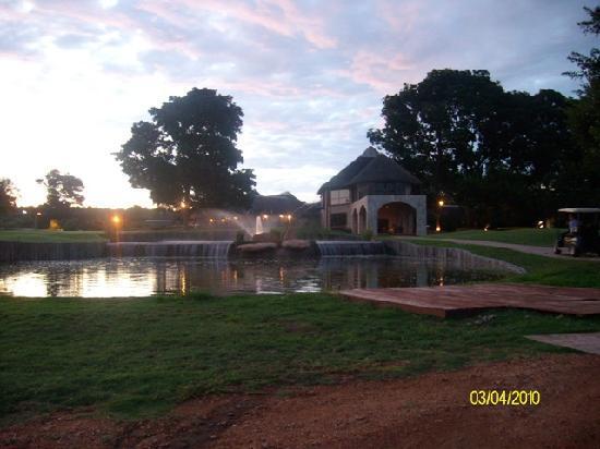 Hans Merensky Hotel & Estate: Sunset over the golf club