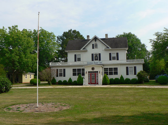 1882 Colonial Manor Inn: From the street