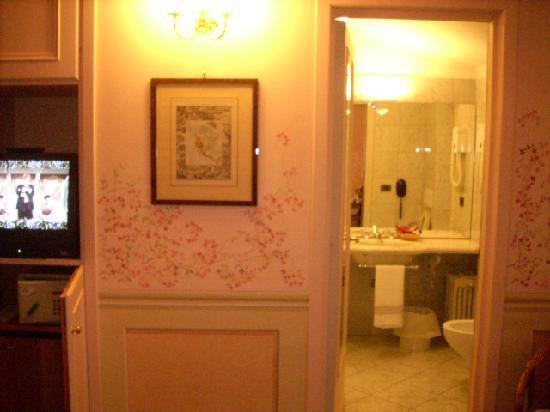 Hotel San Luca: vista banheiro