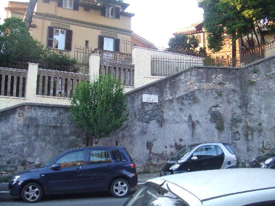 Residence Villa Tassoni: the corner of delle medaglie d'oro (the physical street of the hotel) and c.nepote (side street)