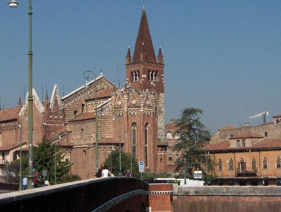 Lo Stregatto B & B: Chiesa di San Fermo dal Ponte Navi