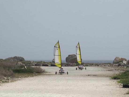 Landsailing Bonaire : On the track...with a nice water view
