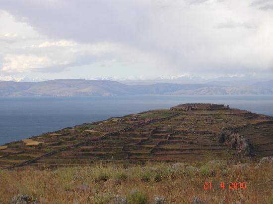 Isla Amantani, Peru: Blick von Pachamama auf Pachatata