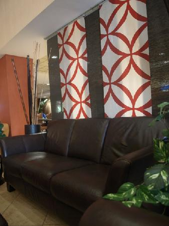Holiday Inn Express & Suites Tyler South: lobby