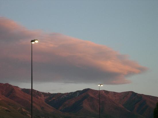 Oquirrh Mountain Inn : Beautiful Sky all around!