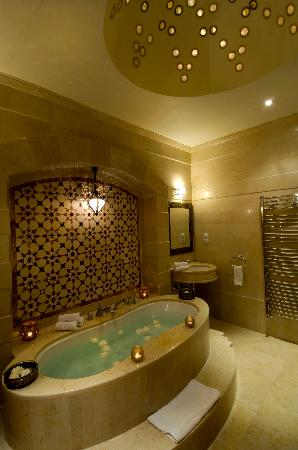 Beit Zafran Hotel de Charme: Our Deluxe Suite's Bathroom