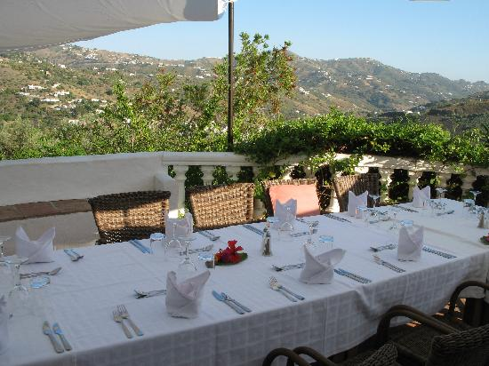 Canillas de Albaida, Espanha: Table at the Finca set for dinner