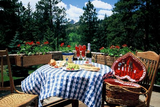 Romantic RiverSong Bed and Breakfast Inn: Picnic on your deck