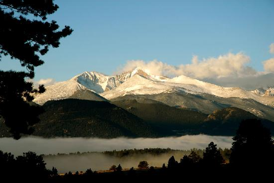 Romantic Riversong Bed and Breakfast Inn: Village of Estes Park