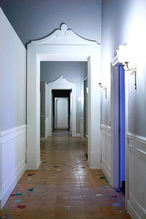 Decumani Hotel de Charme: Hotel Corridor