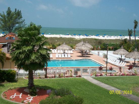 Howard Johnson Resort Hotel - ST. Pete Beach FL: View from room; Pool & Gardens