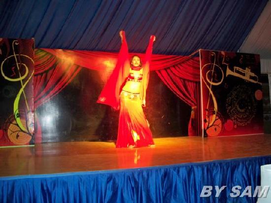 Coral Beach Resort Tiran: Belly dancer