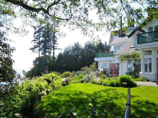 Sooke Harbour House Resort Hotel: The marvelous garden