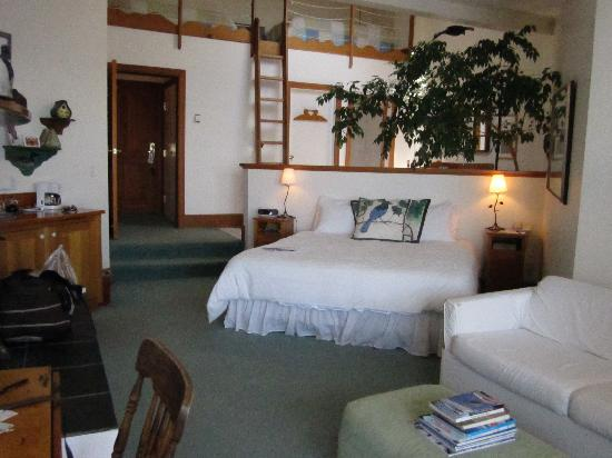 Sooke Harbour House: The Bird's Watcher room