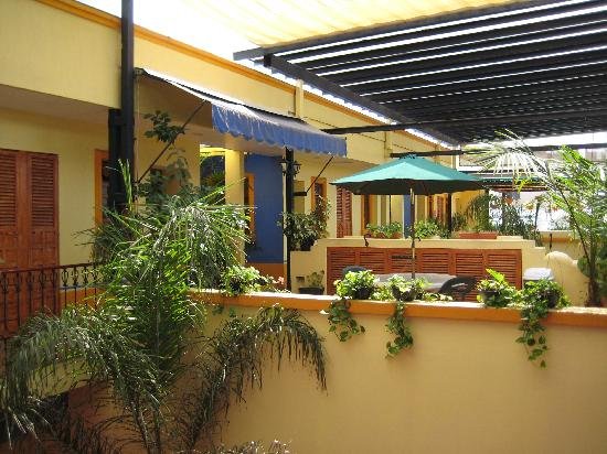 Casa Vilasanta: Upstairs patio area