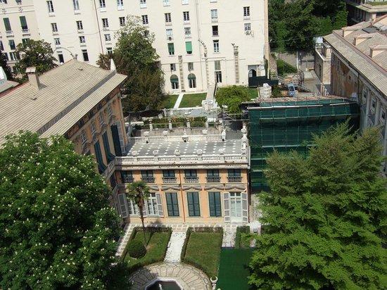 Musei  di Strada Nuova : 赤の宮殿中庭