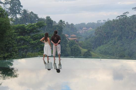 Tanah Merah Art Resort : Walking on water & clouds