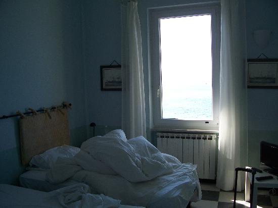 B & B La Bougainvillea : Our messy room