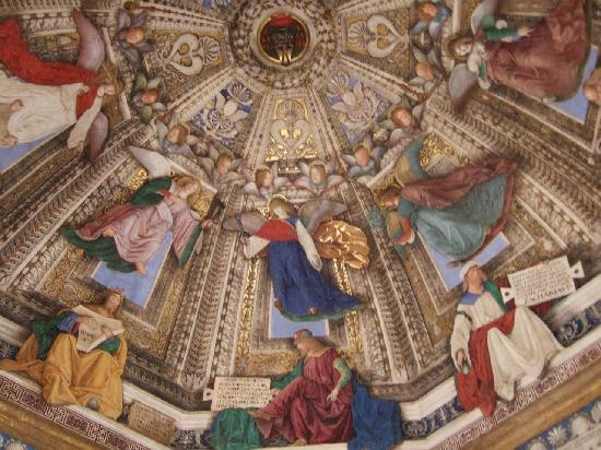 Loreto, Italien: ルカ・シニョレッリの壁画