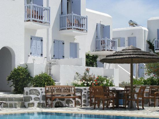Aeolos Mykonos Hotel: Hotel from pool