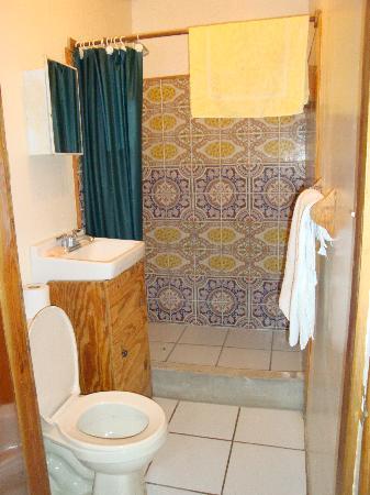 Sharky's Reef Hotel: bathroom