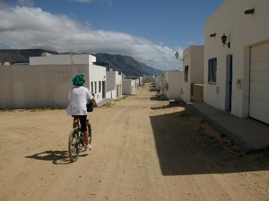 Isla de Graciosa, Spain: Calle en Caleta del Sebo