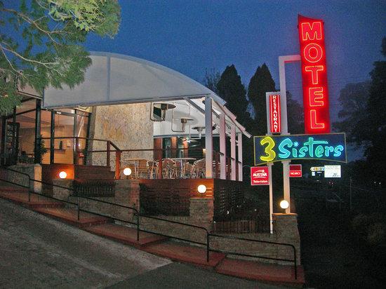 3 Sisters Motel: Motel Enterance