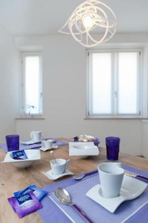 Palazzo Boscareto studio apartments: Il tavolo della colazione