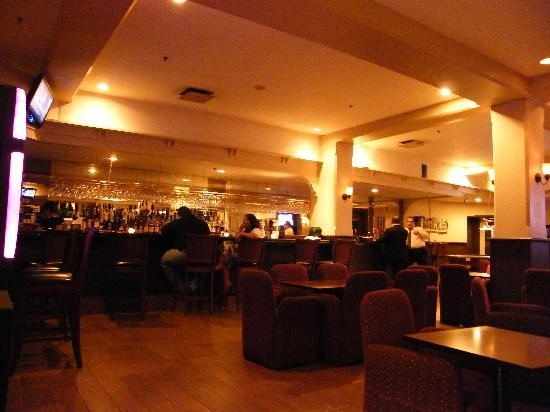 Crowne Plaza Hotel Montreal Airport : Le bar