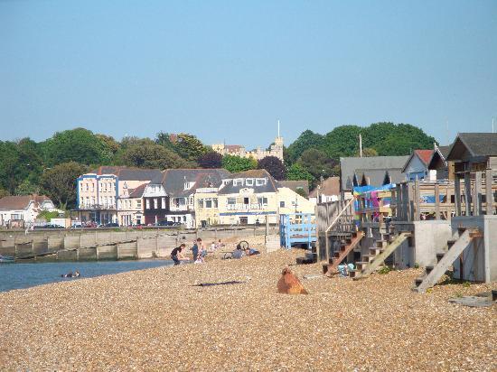 Minster on Sea, UK: the very quaint whitstable beach !