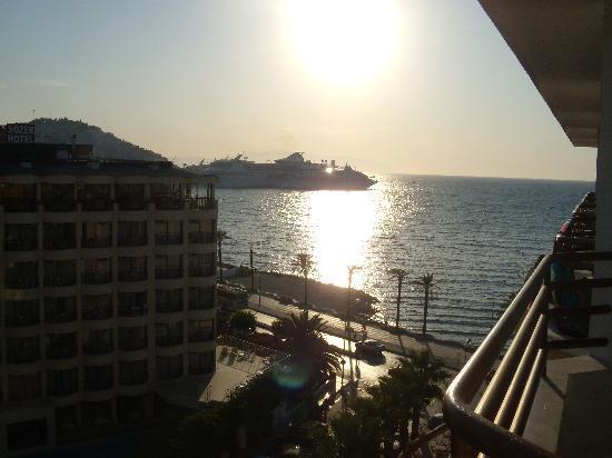 Palm Hotel : vue sur la mer à droite