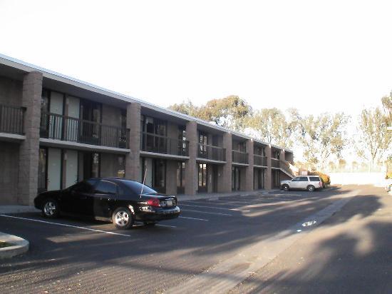 Good Nite Inn, Chula Vista : Das Hotel von außen, mit Parkplatz.